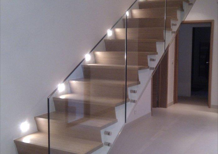 le garde corps en verre est le moyen id al pour gagner en. Black Bedroom Furniture Sets. Home Design Ideas