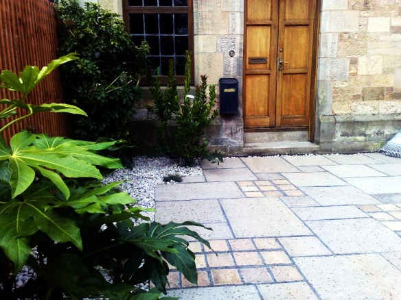 Natural stone with cobbles design.