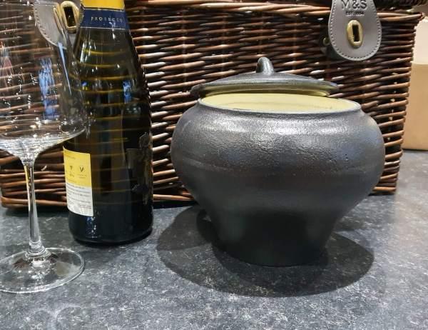 medium cast iron cooking pot