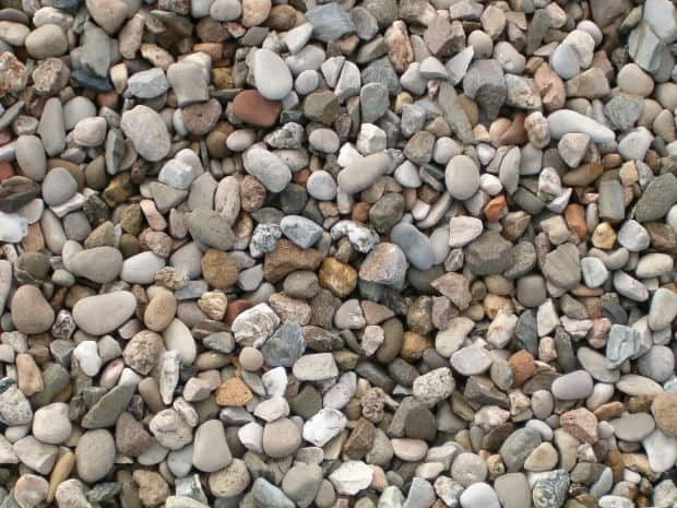 Crushed Rock Landscaping : A guide to pea gravel crushed stone river rocks