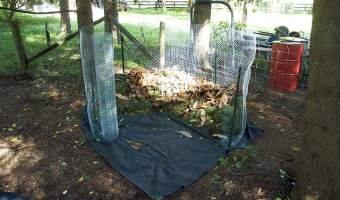 Easy mesh-enclosed DIY compost bin