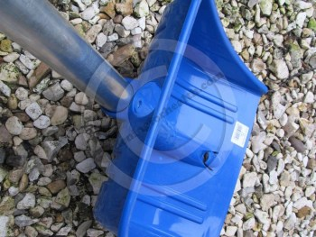 The fold up shovel weighs around 480g - so is ideal for the back of the car