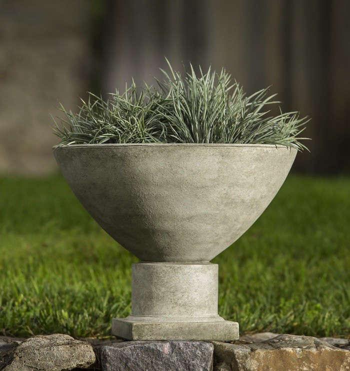 10 Easy Pieces Garden Urns Gardenista