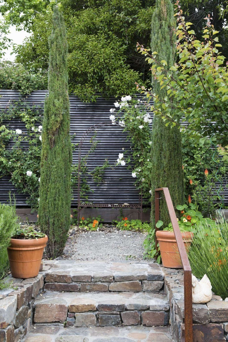 10 Ideas To Steal From Suburban Gardens Gardenista