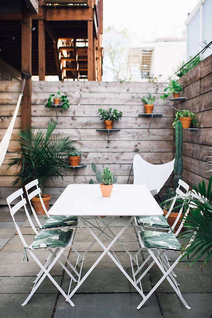 patio table and chair set cover how to make a wooden stop squeaking steal this look: garden terrace in south boston - gardenista