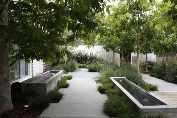 hardscaping 101 fountains - gardenista
