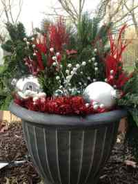 31 DIY Outdoor Christmas Lawn Decorations | Gardenoid
