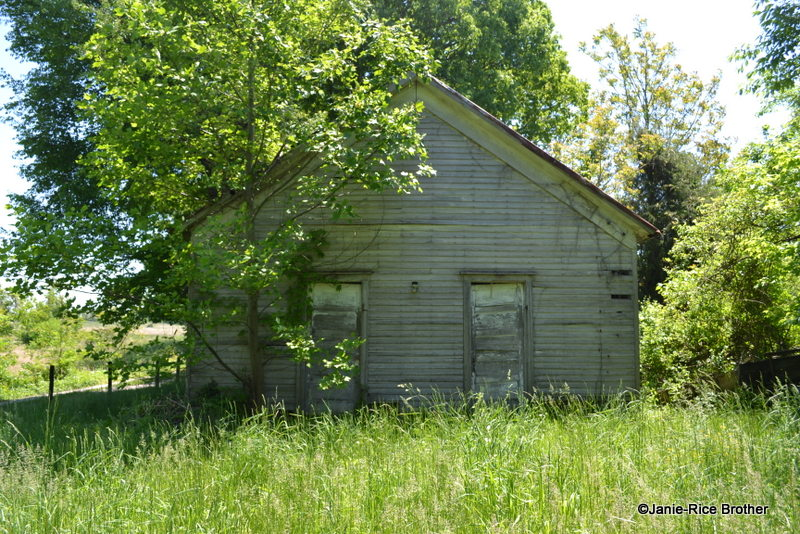 The original facade of the Glen Lily School in Hart County, Kentucky.