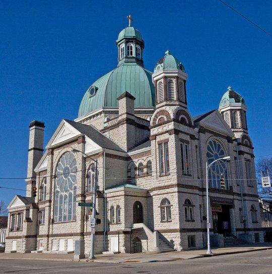 The circa 1888 Sacred Heart Church in Dayton, Ohio. Photo by Greg Hume, Wikimedia Commons.