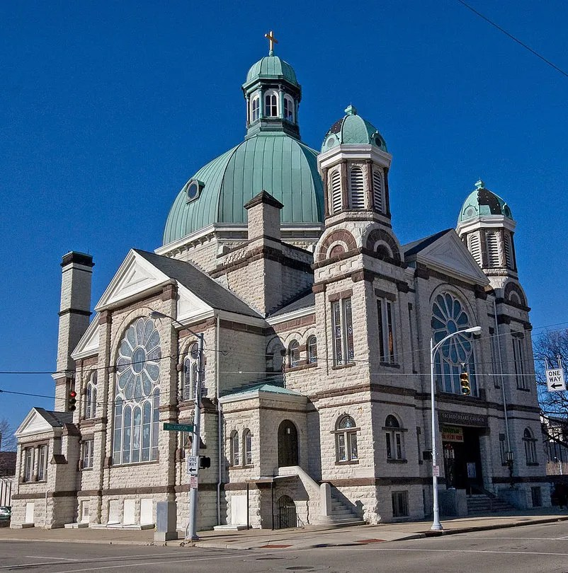 The circa 1888 Sacred Heart Church in Dayton, Ohio. Photo by Greg Hume, Wikimedia Commons.