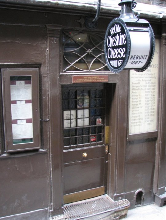 Ye Olde Cheshire Cheese, courtesy Wikimedia Commons.