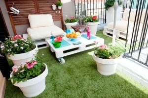 imaginas disfrutar de una terraza fantstica durante todo el ao solo tienes que decidirte a instalar csped artificial en esta rea de tu casa - Terrazas Con Cesped Artificial