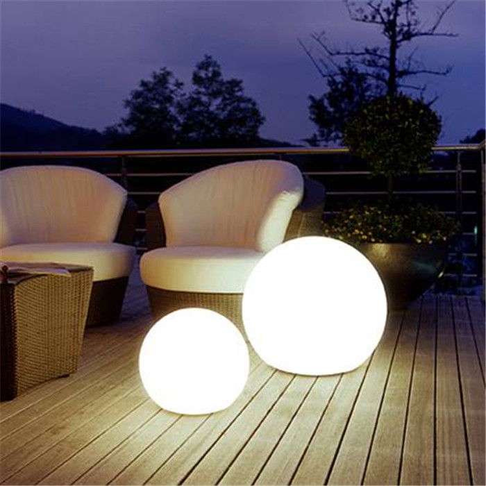 Color Changing LED Glow Ball  16 inch Garden Winds
