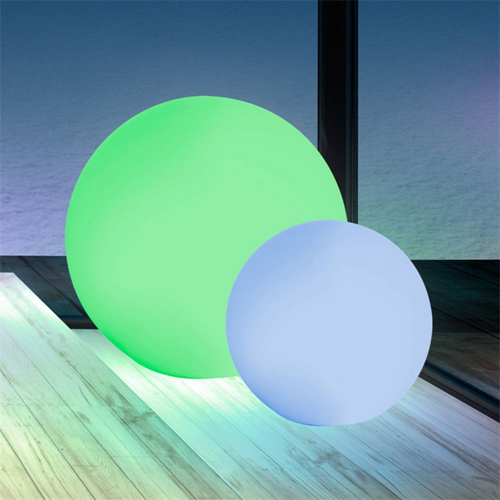 Color Changing LED Glow Ball  20 inch Garden Winds