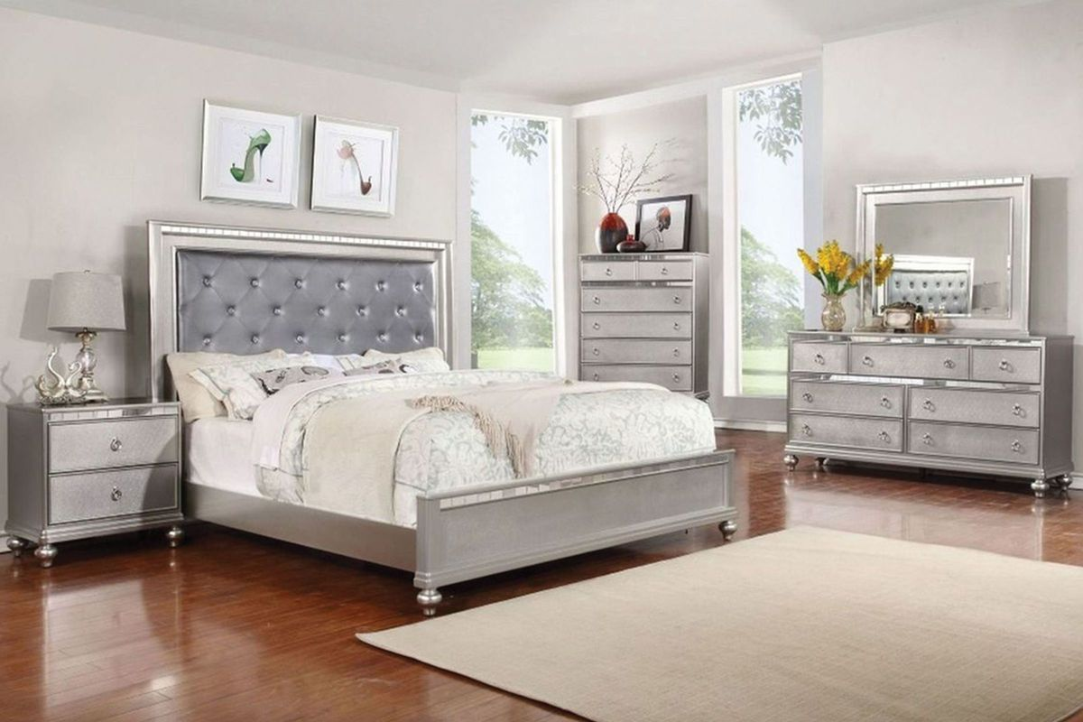 Saxon 5Piece Queen Bedroom with 32 LEDTV at GardnerWhite