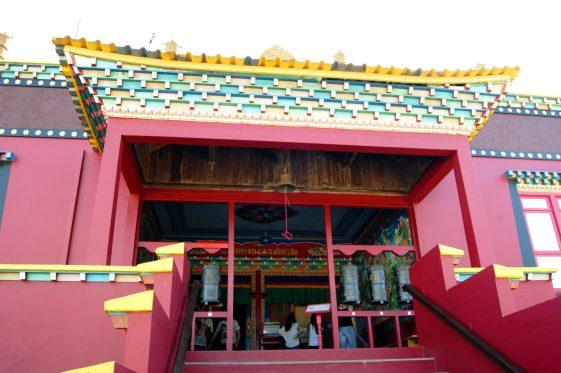 Entrada do Templo Khadro Ling. Crédito de imagem Surian Dupont