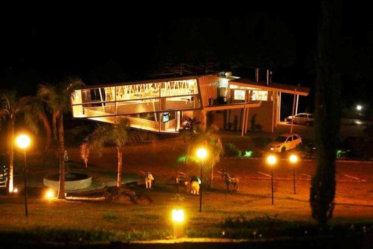 Restaurante do Vale à noite