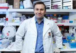 Dr. David Sinclair's research focuses on the mitochondria.