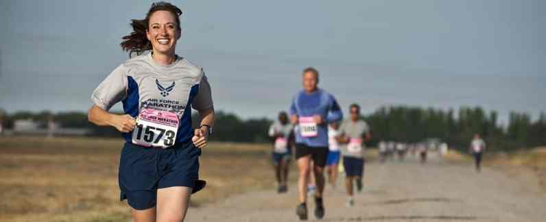 woman running marathon