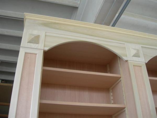 Libreria classica in legno massello realizzata a mano su