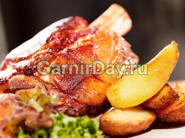 Thịt lợn Shin trong lò nướng với khoai tây