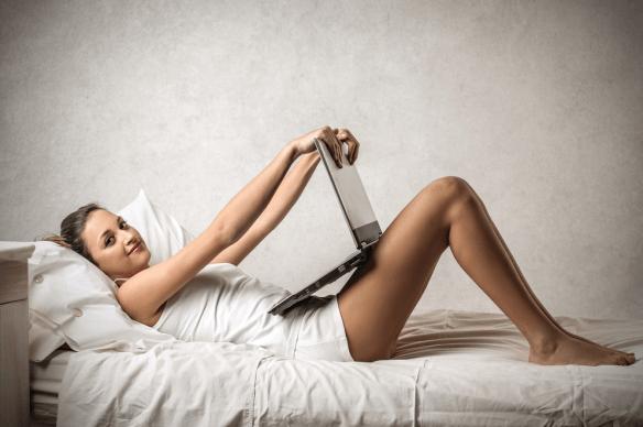 mulher vê pornografia