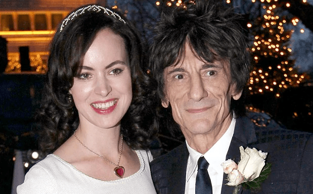 Ron Wood dos Rolling Stones e sua esposa