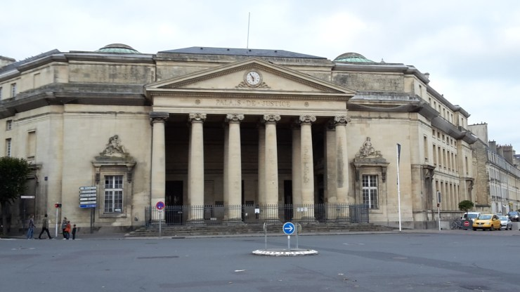 Building with columns in front