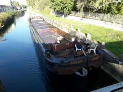 Barge along le Doubs