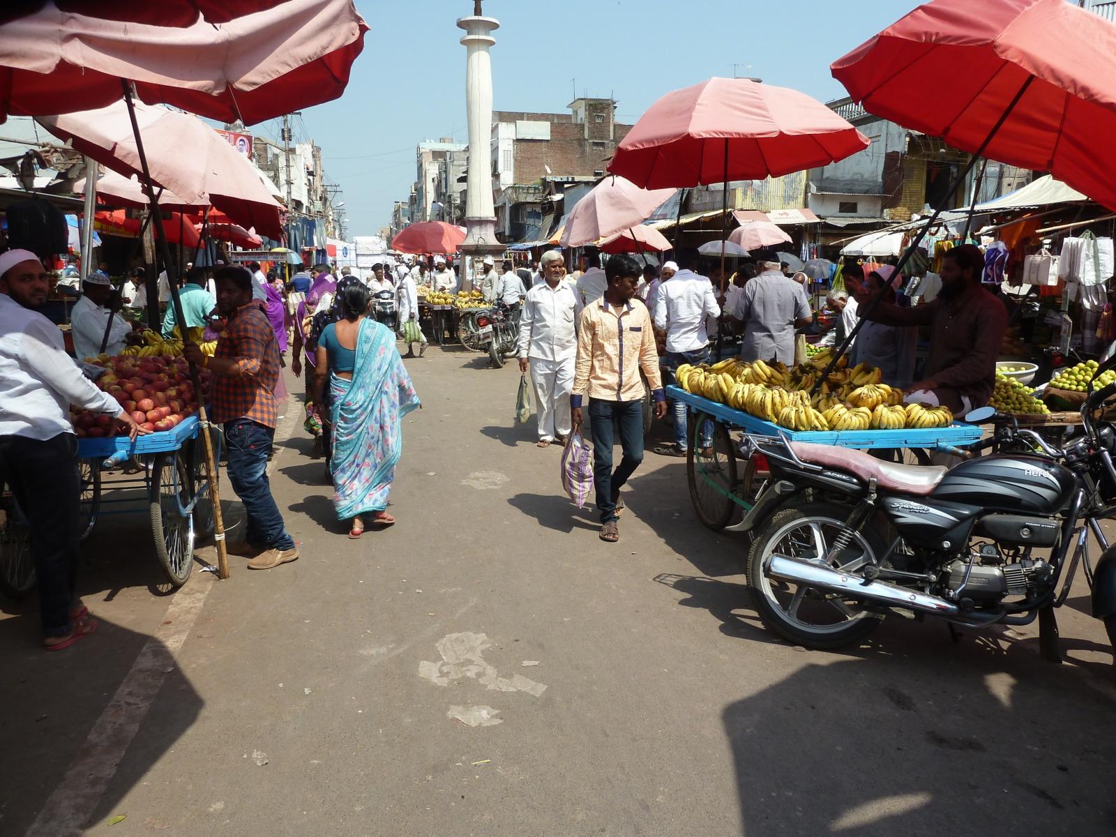 Market in Dhule.