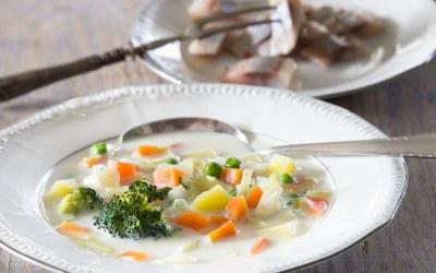 Piena dārzeņu zupa ar mazsālītu siļķi