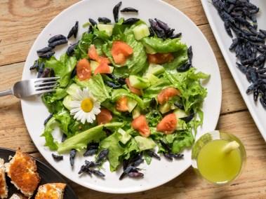 Zaļie-salāti-ar-sausserža-ogām, dārzeņu-salāti-ar-sausserža-ogām