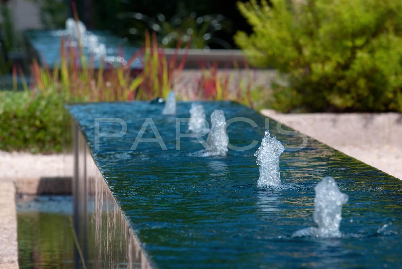Beruhigendes Ambiente durch Wasserbecken  Gartengestaltungch