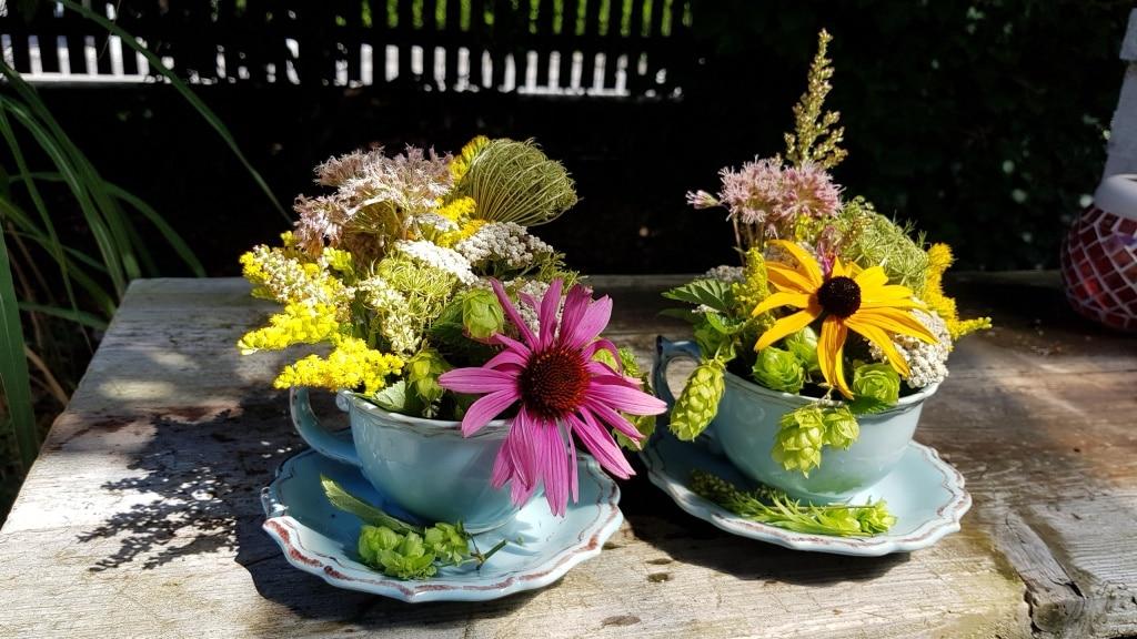 Ein Blumengesteck in der Tasse  ITS TEA TIME  Gartenzeitungcom