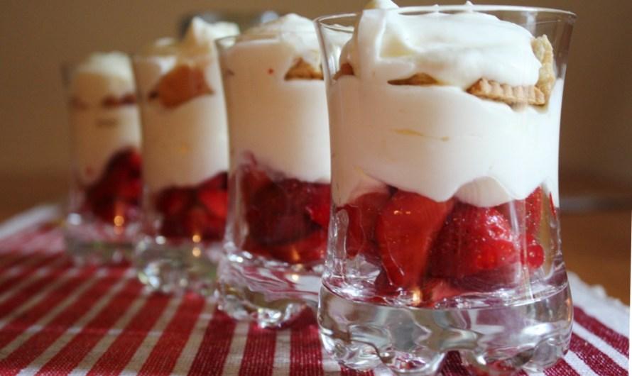 Erdbeeren auf Frischkäse-Joghurt-Creme