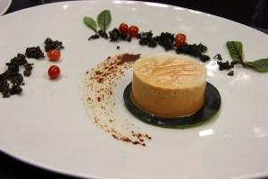 Anrichten - Panna Cotta von der fermentierten Tomate