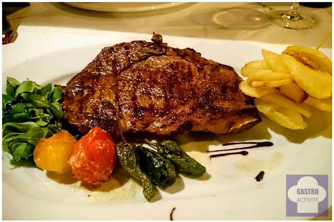 Entrecotte de ternera con restaurante El Ruedo Candelario Salamanca tomates soasados