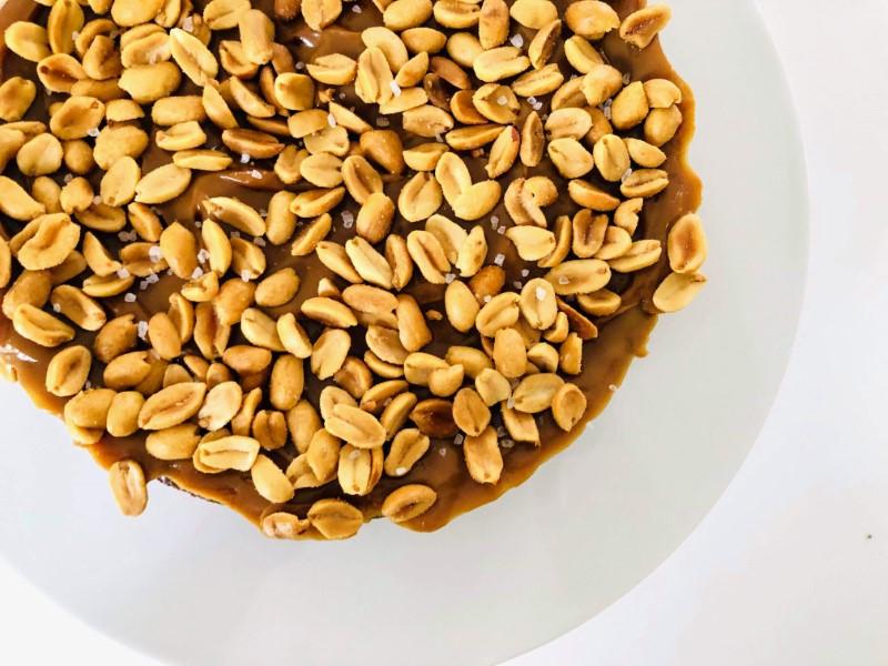 Chokolade karamel peanuts tærte