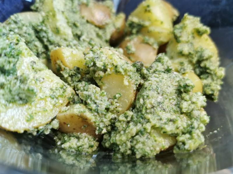 Grøn kartoffelsalat med pesto