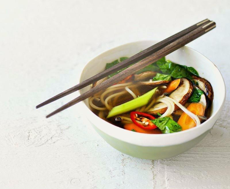 Miso suppe med svampe og sobanudler