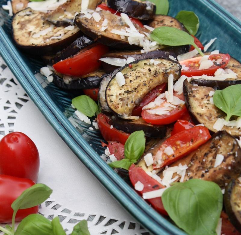 Stegt aubergine og tomat med parmesanost