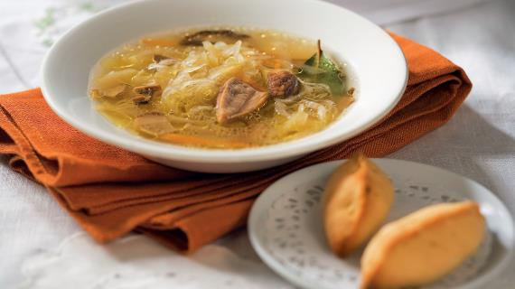 Lean cabbage soup with mushrooms