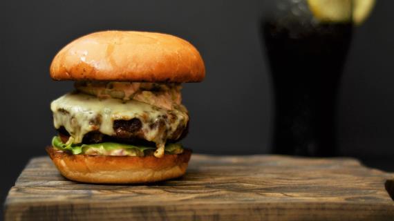 Juicy Burger με χρόνια σημειώσεων