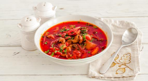 Lean borsch with beans and mushrooms