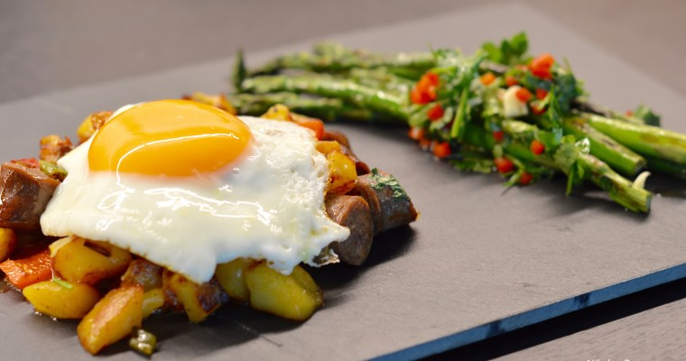 Hash with German Sausages and Dressed Asparagus-Хаш с наденички и зелени аспержи.