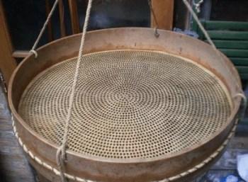 Ancien crible à céréales
