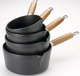 Série de casseroles en fonte