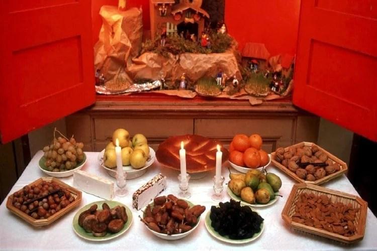 Treize desserts et crèche de Noël provençale