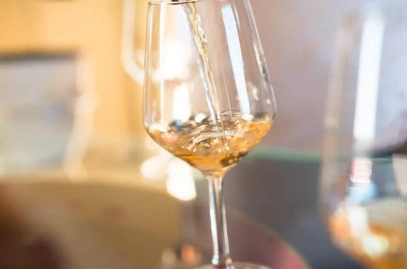Verre de vin blanc demi-sec d'Anjou