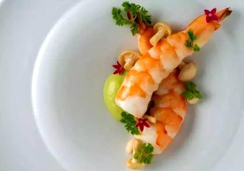 Crevettes aux petits mousserons et crème de wasabi
